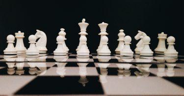 giocare a scacchi